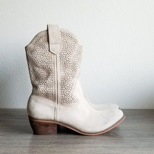 BCBG Boots Suede Floppy Boho Cowgirl Style Size 9B